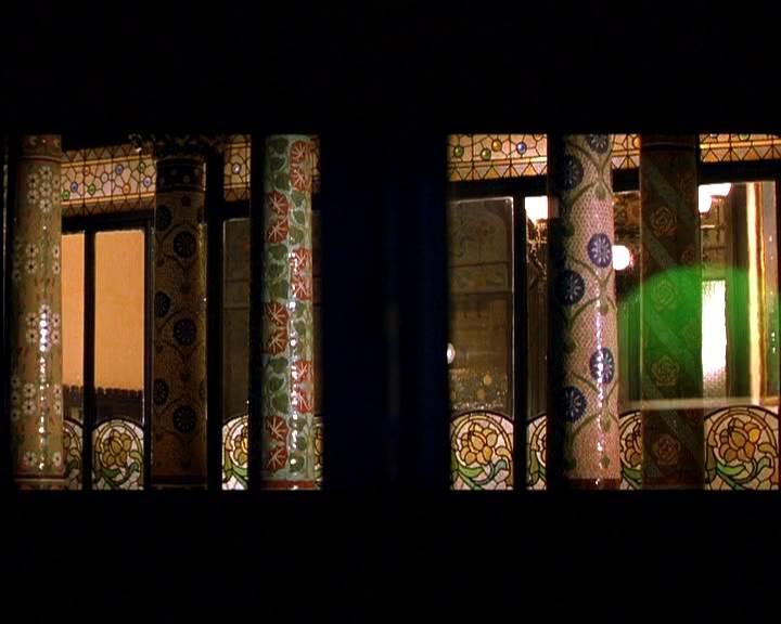 Palau de la Música como vizinho de frente de um dos protagonistas